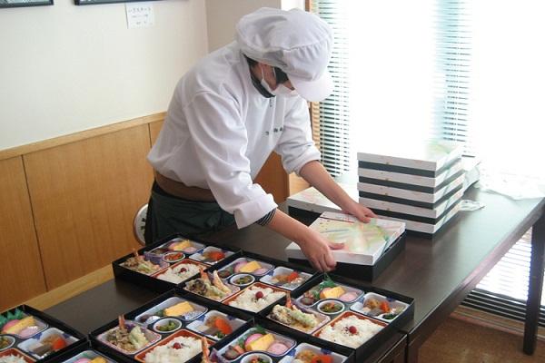 Đơn hàng cơm hộp đi Nhật lương cao chi phí thấp